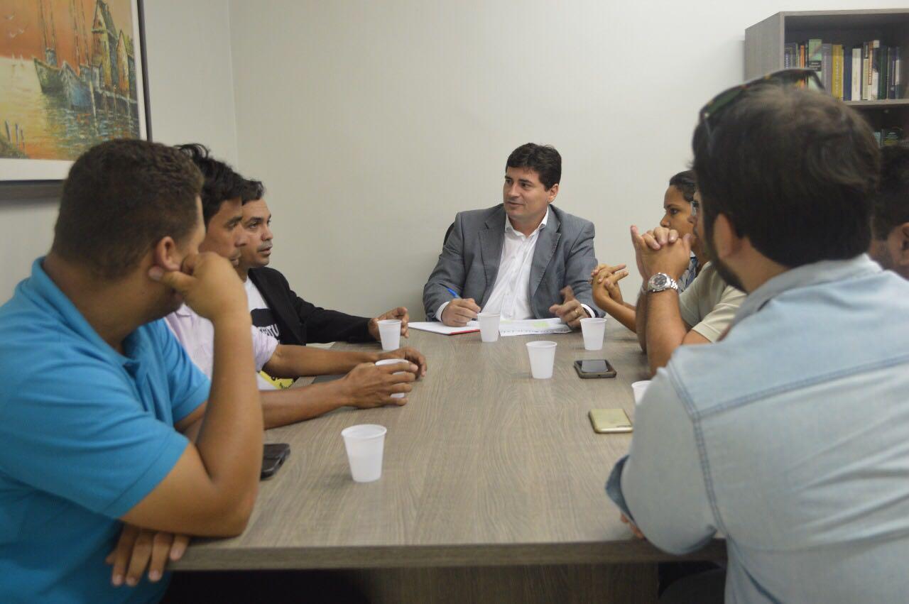 Defensoria Pública de Alagoas recebe comissão formada por motoristas do aplicativo Uber nesta manhã